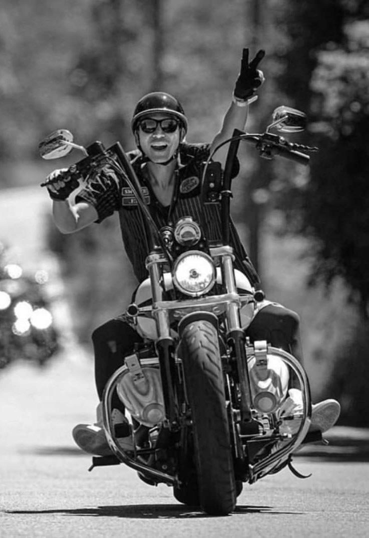 Motard sur moto Harley Davidson